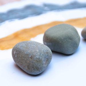 DIY Tischdeckengewichte aus Strandsteinen selber machen